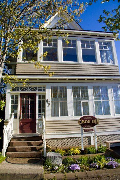 C'mon Inn Hostel, Moncton, New Brunswick, New Brunswick bed and breakfasts and hotels