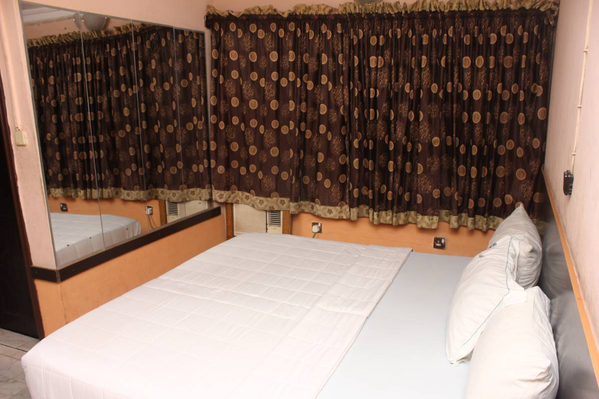 Double One Suites and Lodge, Ikeja, Nigeria, find the lowest price for hostels, hotels or bed and breakfasts in Ikeja