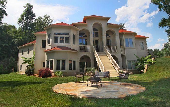 The Villa At Waters Edge, Belmont, North Carolina, North Carolina hostels and hotels