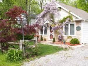 A Doll House Cottage, Niagara-on-the-Lake, Ontario, Ontario hostels and hotels