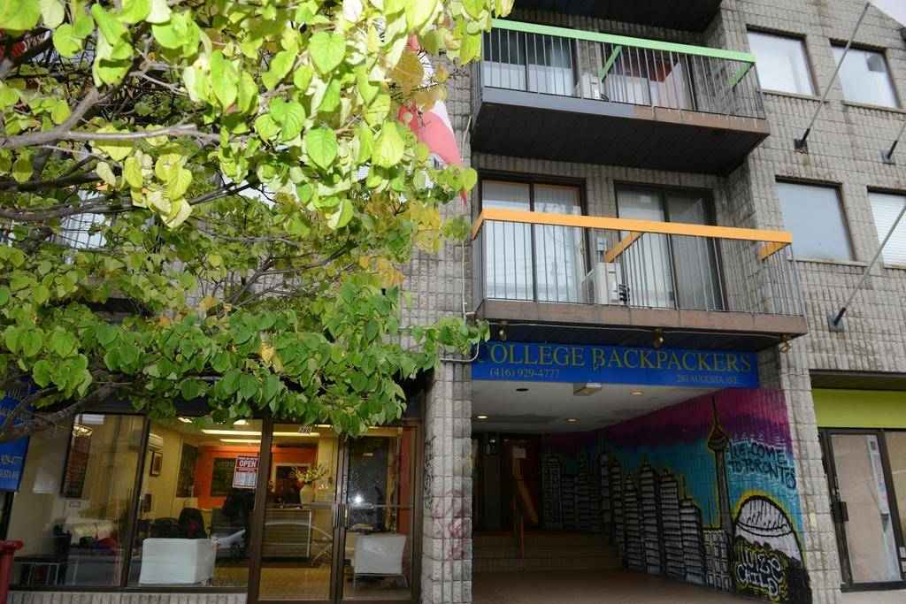 College Backpackers, Toronto, Ontario, Ontario hostels and hotels