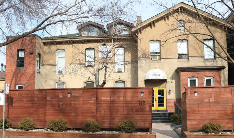Pembroke Inn -  Toronto, small bed & breakfasts and bed & breakfasts of all sizes 32 photos