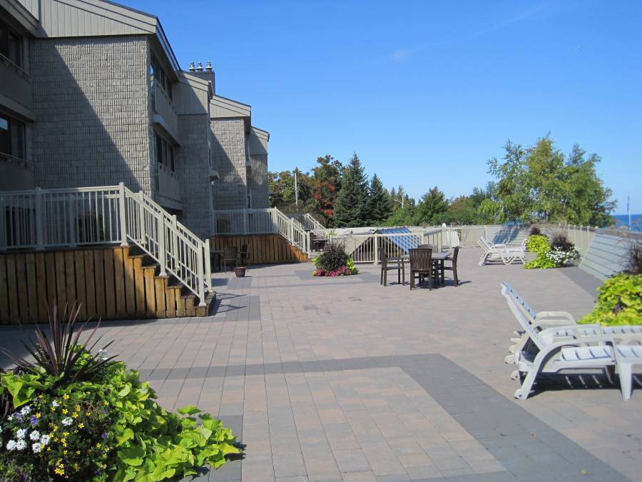 Holiday Villas at Royal Harbour Club, Thornbury, Ontario, find adventures nearby or in faraway places, book your hostel now in Thornbury