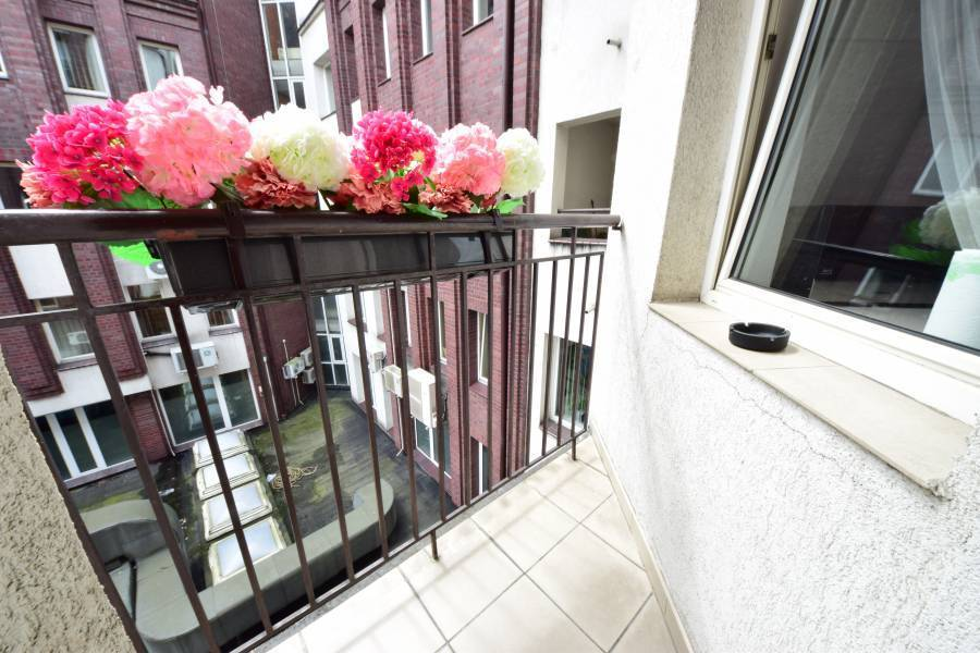 Apartament Grafitowy - Homely Place, Poznan, Poland, online bookings, bed & breakfast bookings, city guides, vacations, student travel, budget travel in Poznan