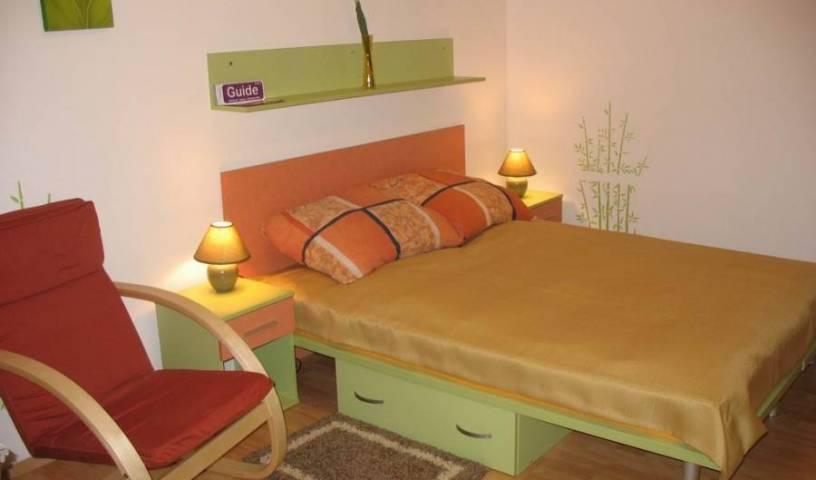 Kiwi Apartament - Recherche chambres disponibles et lits pour les réservations d'auberge et d'hôtel dans Wroclaw 6 Photos