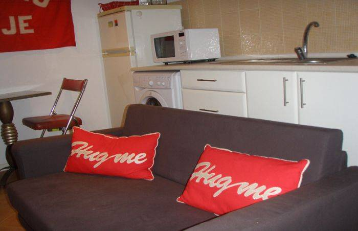 Bairro Alto Low Cost Apartment, Lisbon, Portugal, compare with famous sites for hostel bookings in Lisbon