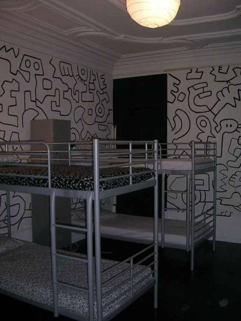 Black And White Hostel, Aguda, Portugal, discounts on vacations in Aguda