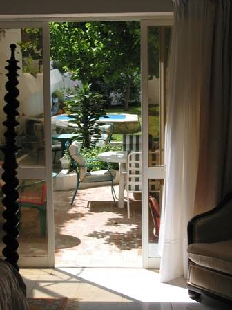 Casa Amarela, Lagos, Portugal, what are the safest areas or neighborhoods for hostels in Lagos