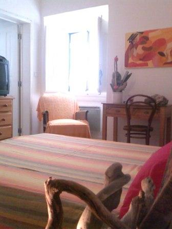 City Room, Lisbon, Portugal, search for hostels, low cost hotels B&Bs and more in Lisbon