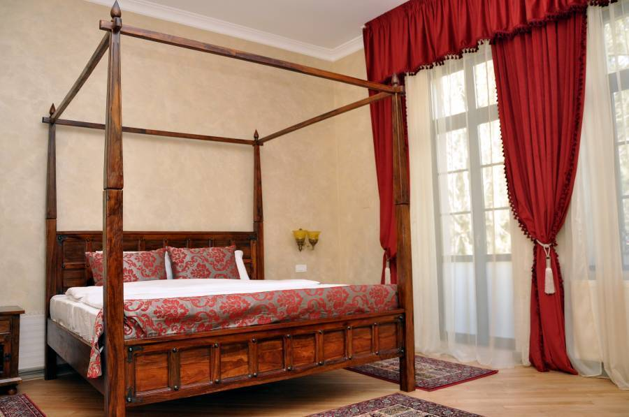 Regal 1880, Sinaia, Romania, compare with famous sites for bed & breakfast bookings in Sinaia
