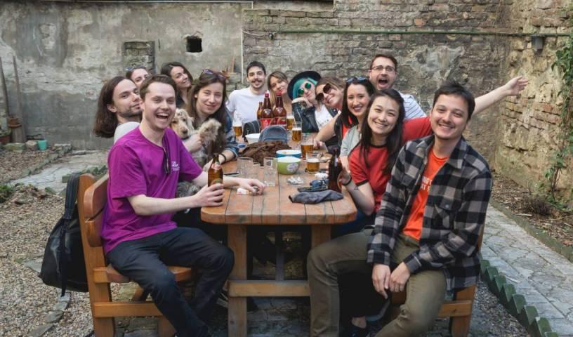 Reveller's Hostel - Rechercher des chambres libres et des taux bas garantis dans Belgrade 16 Photos