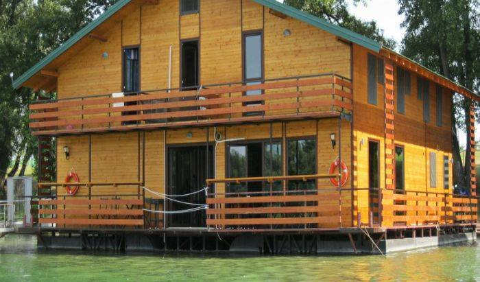 San Art Floating Hostel, bed and breakfast holiday 6 photos