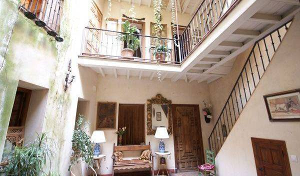 Casa Del Buen Viaje - Search available rooms and beds for hostel and hotel reservations in Sevilla 13 photos