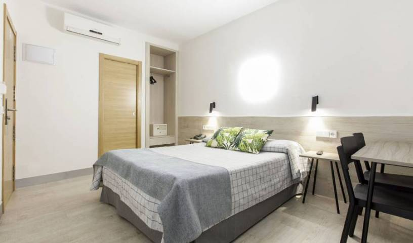 Hostal Castilla 2 - Search available rooms and beds for hostel and hotel reservations in Madrid 14 photos