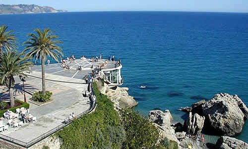 Hostal y Apartamentos Vivalia-Bronce, Nerja, Spain, where to stay and live in a city in Nerja