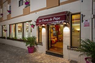 Hotel Caracas Playa, Estepona, Spain, what is a backpackers hotel? Ask us and book now in Estepona