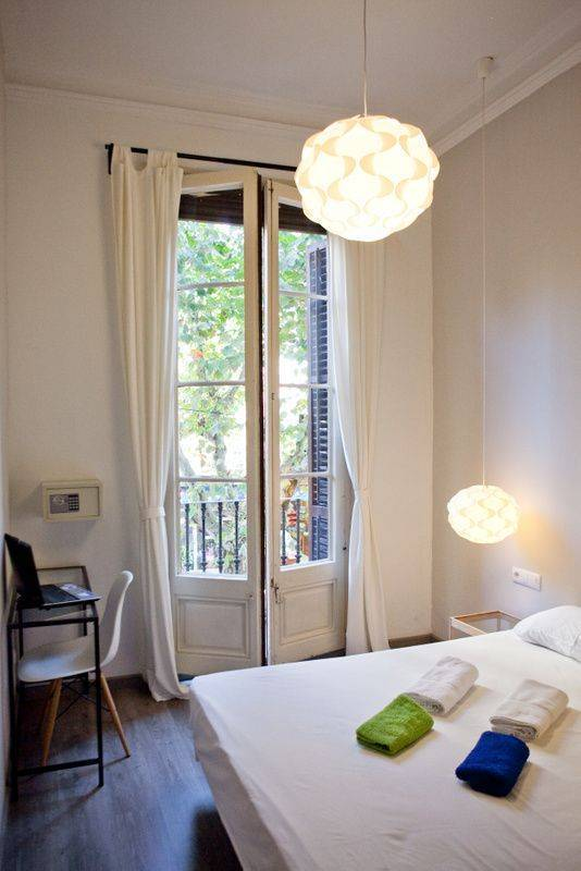 Zoo Rooms, Barcelona, Spain, best hostels for cuisine in Barcelona