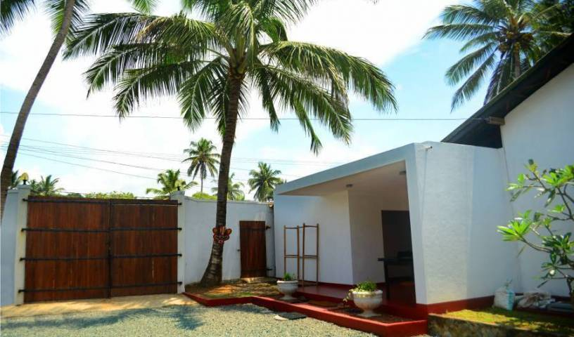 Villa Amore Mio Beach - Search available rooms and beds for hostel and hotel reservations in Induruwa, youth hostels, backpacking, budget accommodation, cheap lodgings, bookings in Hikkaduwa, Sri Lanka 9 photos