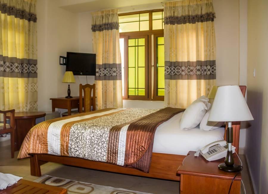 ABC Travellers Hotel, Dar es Salaam, Tanzania, Tanzania giường ngủ và bữa ăn sáng và khách sạn