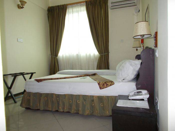 Hotel Continental, Dar es Salaam, Tanzania, check bed & breakfast listings for information about bars, restaurants, cuisine, and entertainment in Dar es Salaam