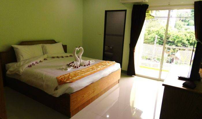 Emerald House - Get cheap hostel rates and check availability in Ban Patong 8 photos