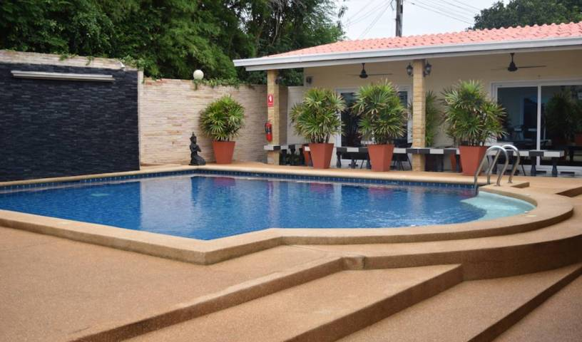 Mangoe's - Search for free rooms and guaranteed low rates in Sattahip, fantastic hostels in Ratchaburi, Thailand 1 photo