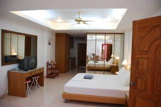Laylas Marble Rooms, Jomtien, Thailand, Thailand giường ngủ và bữa ăn sáng và khách sạn