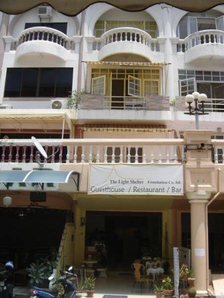 The Light Shelter Guesthouse, Jomtien, Thailand, Thailand giường ngủ và bữa ăn sáng và khách sạn