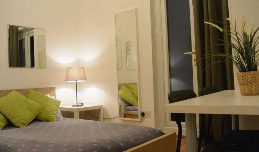 Find low rates and reserve youth hostels in City of London