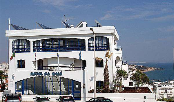 Find cheap rooms and beds to book at hostels in Albufeira