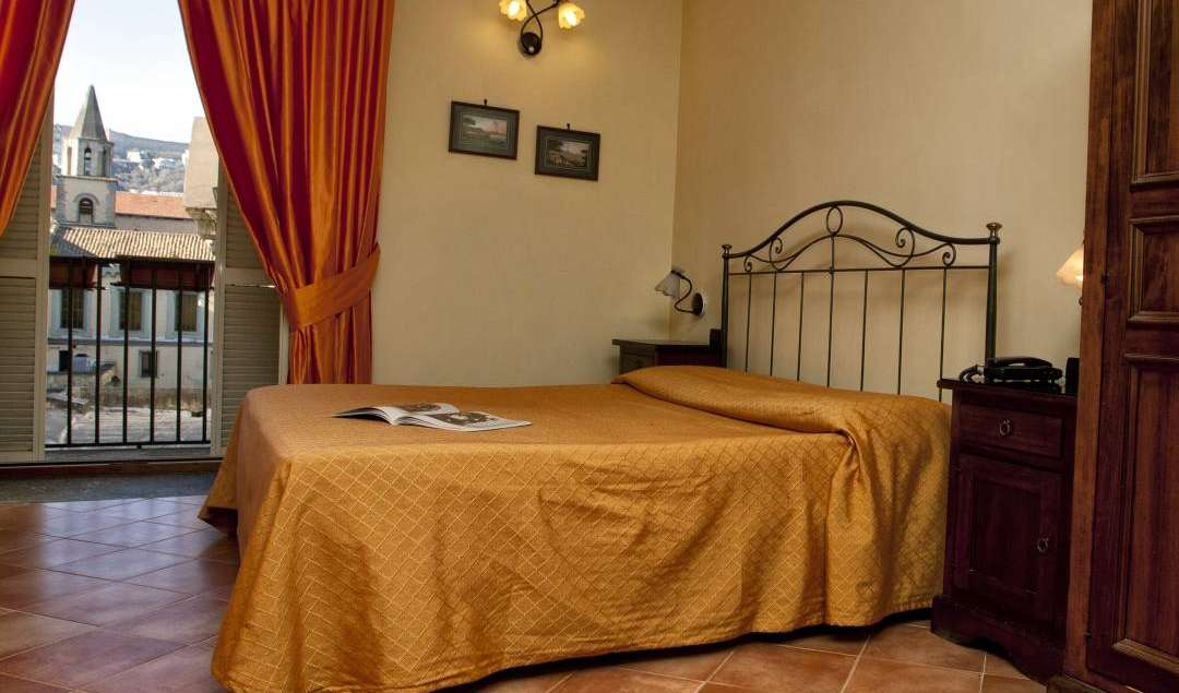 best alternative hostel booking site in Napoli, Italy