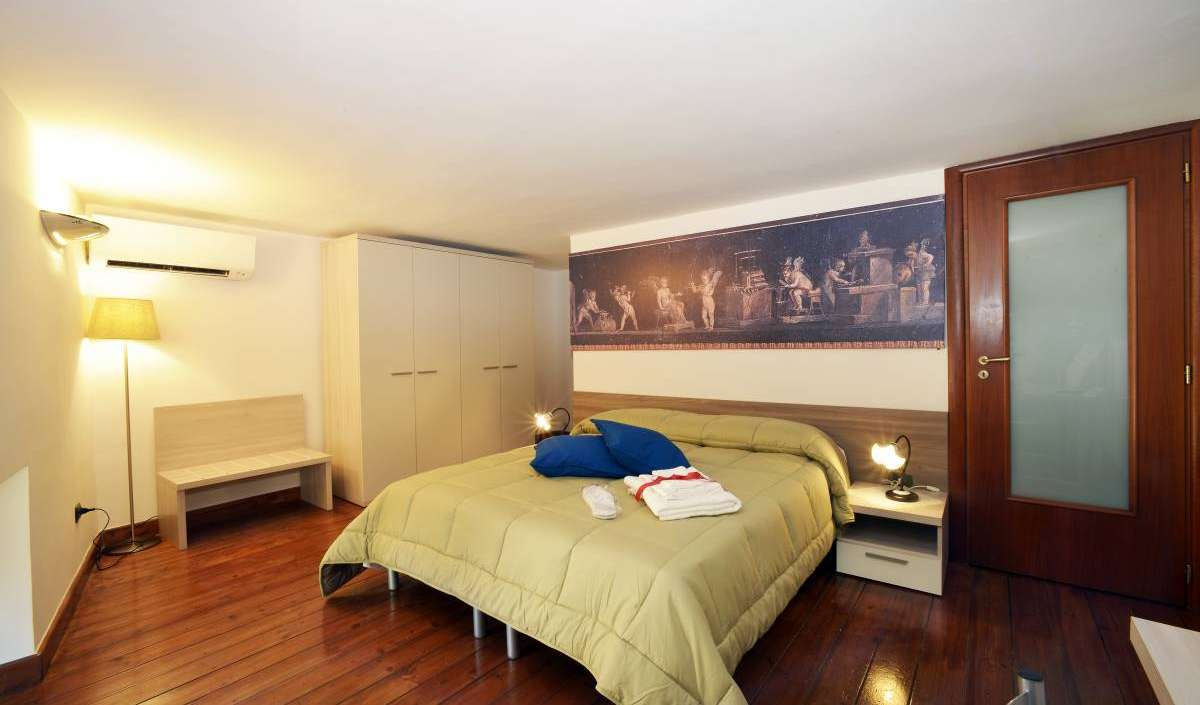how to select a hostel in Napoli, Italy