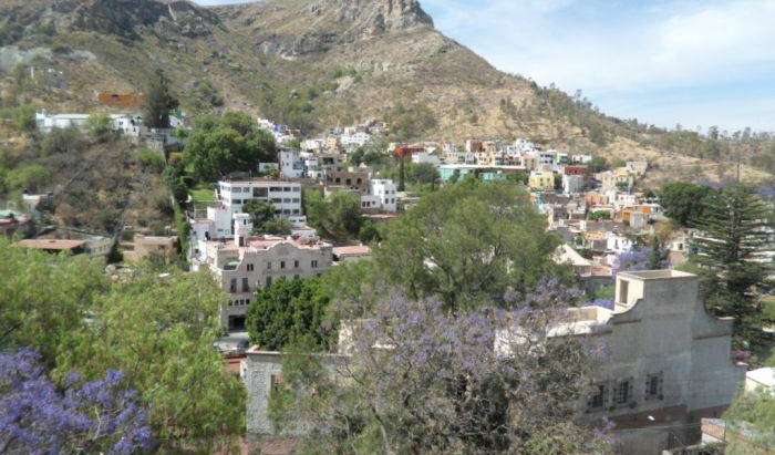 Find cheap rooms and beds to book at hostels in Guanajuato