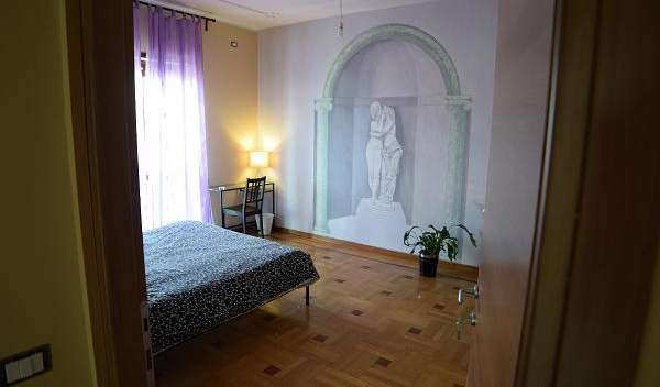 Find cheap rooms and beds to book at hostels in Rome
