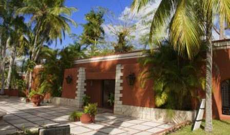 female friendly hostels and cheap hotels in Chichen-Itza, Mexico